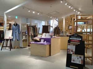 阪急うめだ本店 10階うめだスーク 絹服(kimono-fuku)と83才、初めての押し花絵展-2