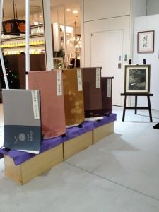 阪急うめだ本店 10階うめだスーク 絹服(kimono-fuku)と83才、初めての押し花絵展-3