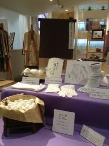 阪急うめだ本店 10階うめだスーク 絹服(kimono-fuku)と83才、初めての押し花絵展-5