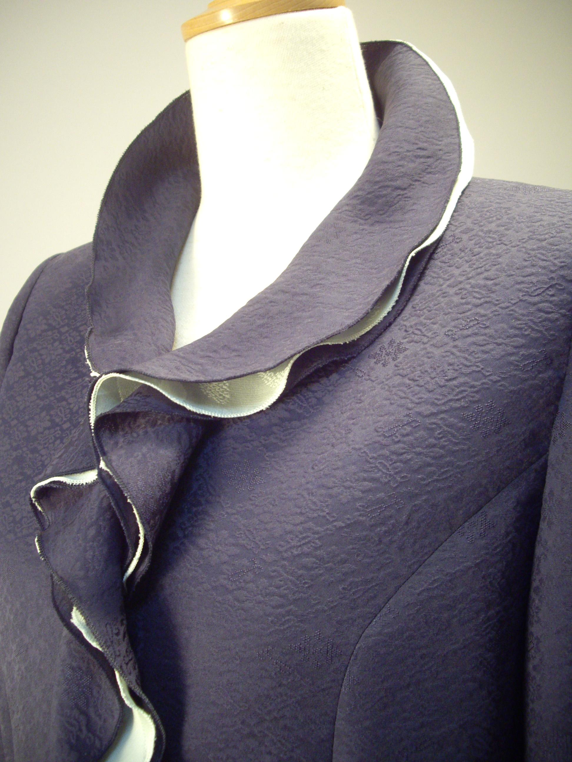 さくら工房 絹服(kimono-fuku) フリルカラーオーダージャケット 襟アップ。